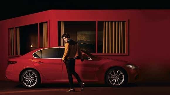 杨洋与giulia豪华运动轿车完美契合 此次百年意大利百年豪华运动汽车